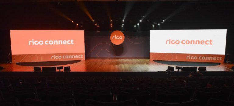 Plenária do evento da Rico Connect