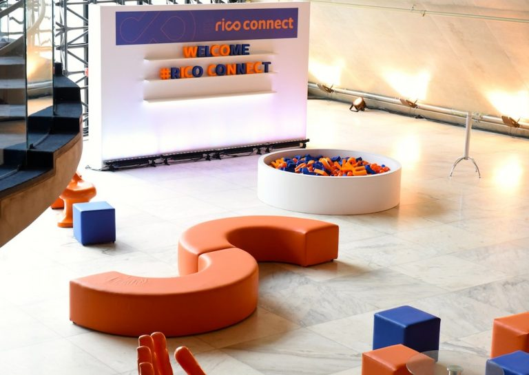 Área de convivência do evento da Rico Connect
